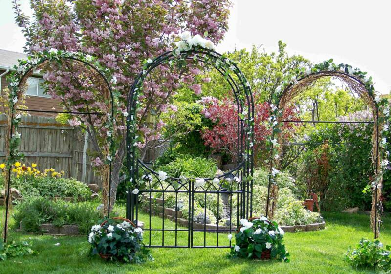 Veve 39 s blog handmade wedding centerpiece ideas are not for Garden archway designs